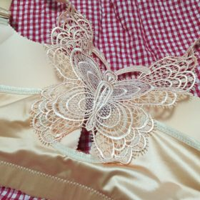 Butterfly Embroidery Front Closure Wireless Bra photo review